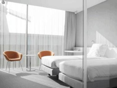d-hotel room